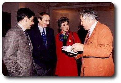 Michel Chevalet en compagnie des époux Haigneré et du ministre François Fillon, lors de la remise de sa légion d'honneur