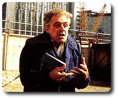 Michel Chevalet devant le réacteur de la centrale de Tchernobyl, lors d'un direct TV : on reconnaît toute sa fougue et son ardeur pour expliquer comment ça marche... !!
